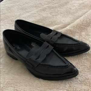 Pointed penny-like loafers